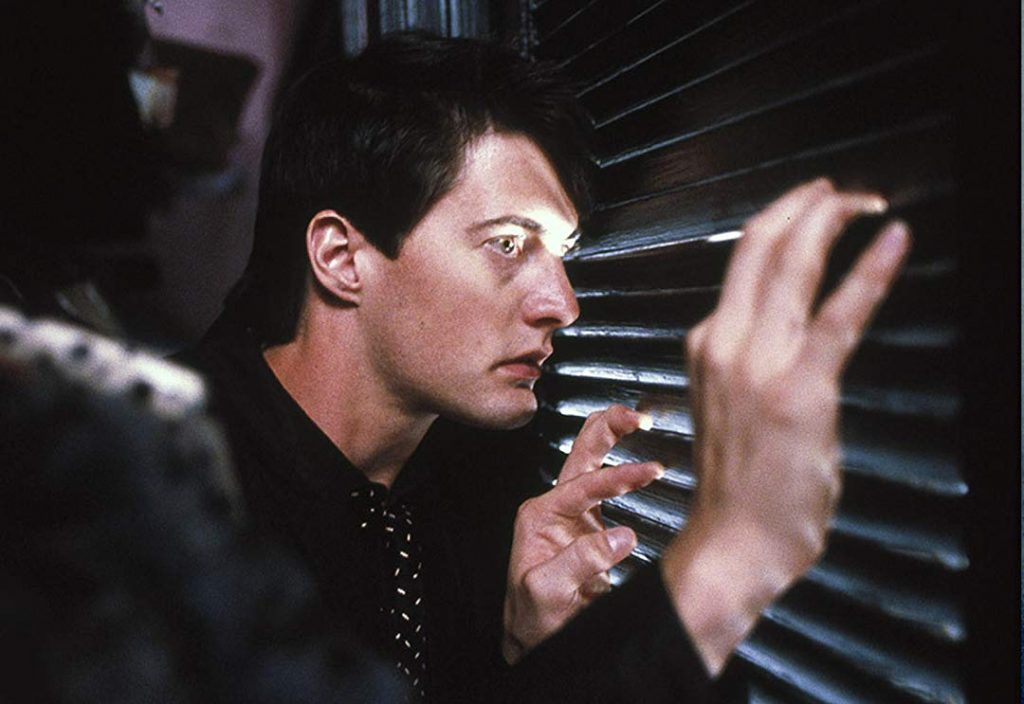 Jeffrey Beaumont does some private investigation in Blue Velvet